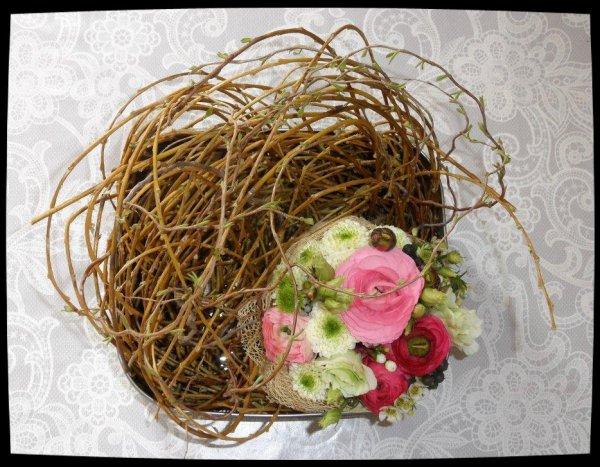 Atelier floral 1: nid douillet dans une boîte.