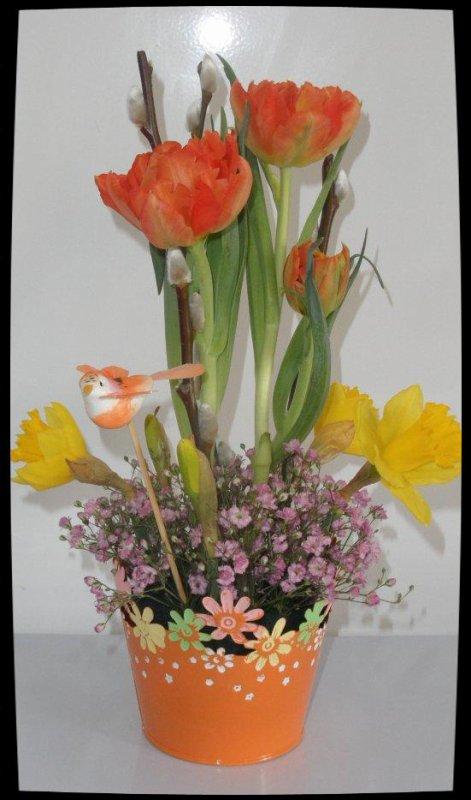 Atelier floral donné dans une résidence pour personnes âgées.