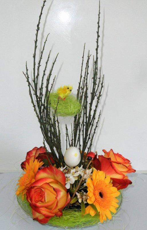 Joyeuses Pâques : atelier floral donné dans un résidence pour personnes âgées.
