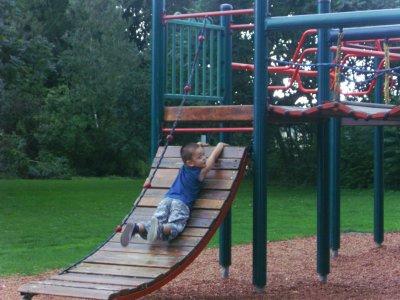 Dayron notre grand loulou (l) qui fait le cascadeur au parc