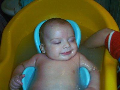 Moi j'adore qand mon grand frere me rince dans mon bain