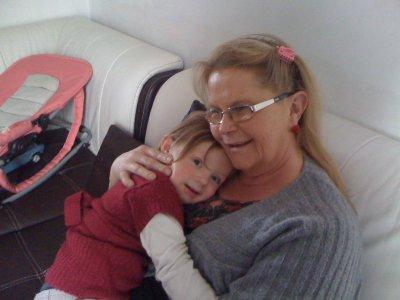 Ma fille avec sa mamie cherie :)