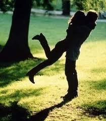 Il y a deux sortes de gens : ceux qui peuvent être heureux et ne le sont pas, et ceux qui cherchent le bonheur sans le trouver.