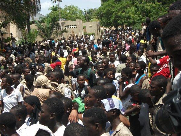 Les élèves dans les rues de Lomé