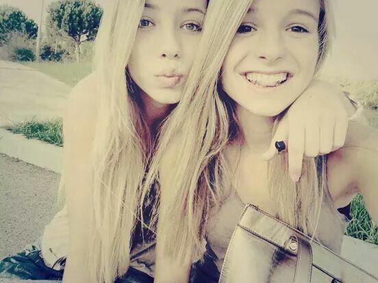 Mon amour de soeur. 17 ans que je te supporte.