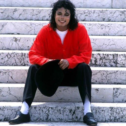 """Michael Jackson aurait enregistré 12 titres inédits en 2007 avec Eddie """"Angel"""" Cascio..."""