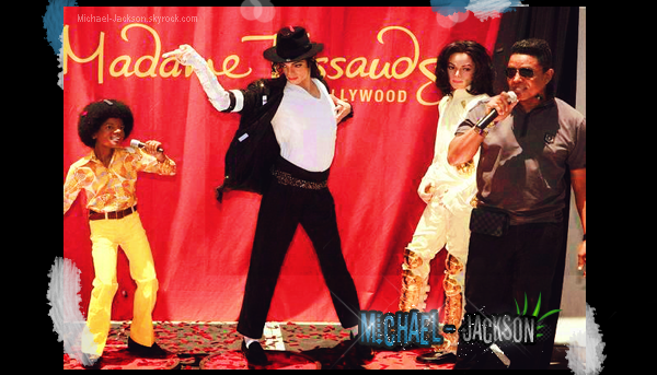"22 Juin 2011 Les News: Veste Thriller vendu, All in your name part 3, Inaugiration ""Michael Jackson Experience""."
