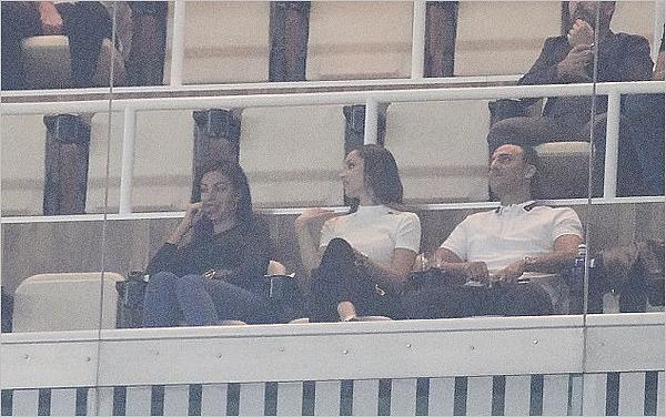 18.09.17 - Georgina et ses amis au match Real Madrid - Real Betis pour soutenir son homme.