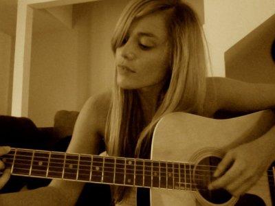 joy esther a la guitard
