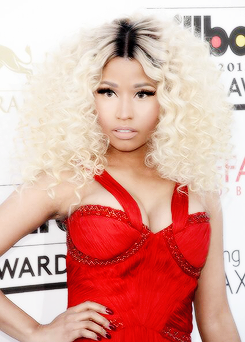 19 mai 2013 : Photos : Billboard Awards 2013 : Nicki Minaj : très sage sur red carpet, elle a offert un lap dance endiablé à Lil Wayne !
