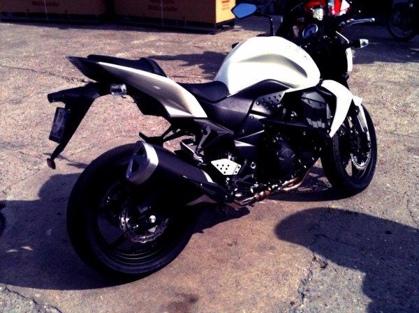 mon plaisir une Z 750 kawasaki, c'est aussi ma premier moto