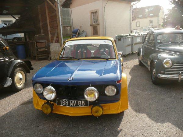 quelques photo d'un rassemblement d'ancienne voitures