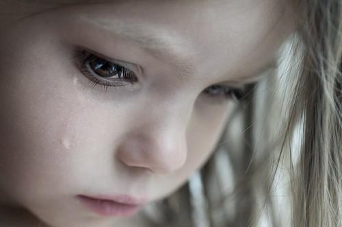 Büyümeyi hiç istemedim. Büyüdükçe insanlar daha az gülüyordu çünkü. Çocuk olmanın en güzel yanı, istediğin zaman ağlayabilmekti. Büyüdükçe insanlar gizli gizli ağlıyorlar çünkü...