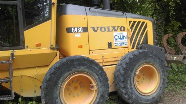 Niveleuse Volvo et Compateur monocilindre Cat