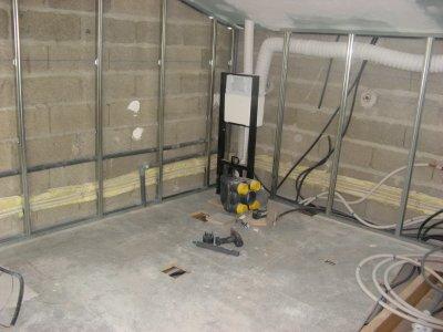 rails pour le placo dans la salle de bain du haut pos s l 39 atelier de tif 39 n et jp. Black Bedroom Furniture Sets. Home Design Ideas