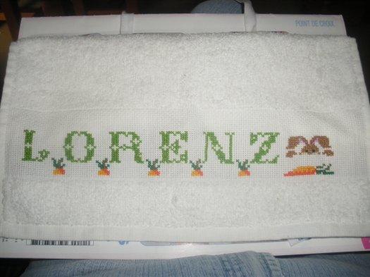 et un petit bavoir de plus pour souhaiter la bienvenu a LORENZ