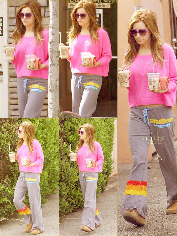 Ashley allant se chercher un café glacé au Coffee Bean ce Dimanche 3 Avril dans Los Angeles   Elle est tout simplement sublime! J'adore sa nouvelle coupe, ça lui va très bien.  TOP !