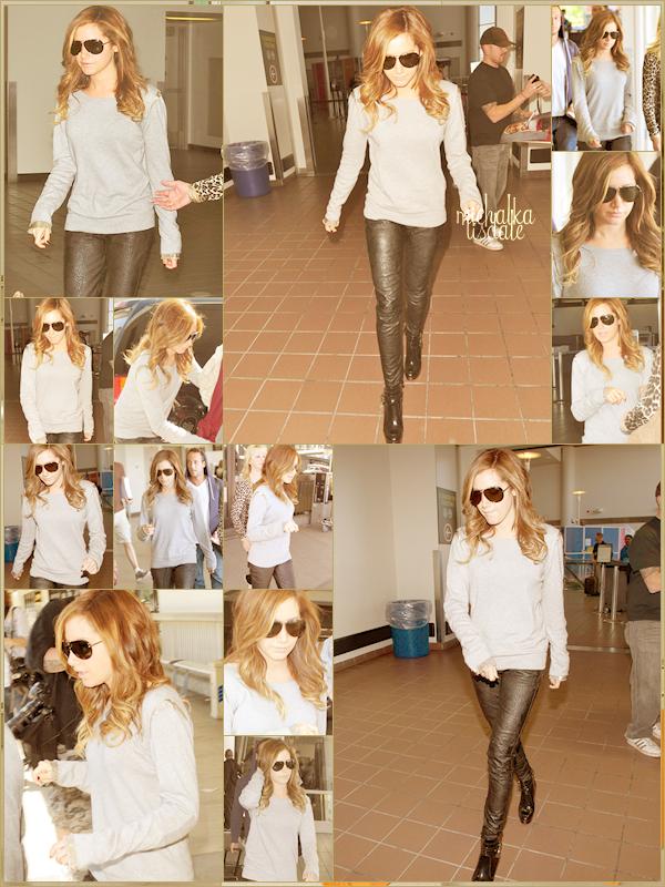 Ashley dans l'aéroport de Toronto pour prendre un vol en direction de LA, Vendredi 15 Avril  TOP, elle est habillée pareil que le matin dans Breakfast TV [voir article]