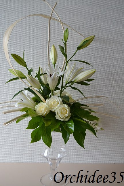 lysianthus, roses, lys, oeillet green