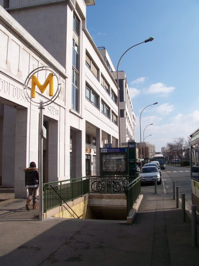 métro paris le mât M jaune