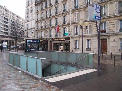 métro paris le mâts totem depuis 1998