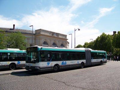 AGORA L 4462 ex ROISSYBUs rénové en ORLYBUS 04/07/2011