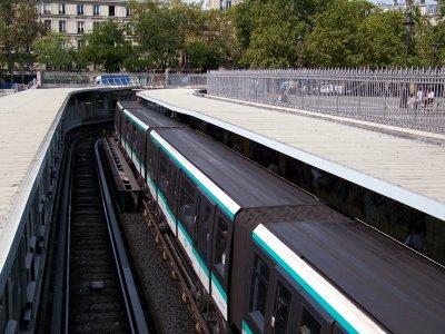 MP05 et MP89CC RATP ligne 1 à Bastille le 31/08/2011
