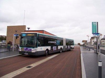 RATP ligne TCSP 393 à Créteil Pointe du Lac 08/10/2011