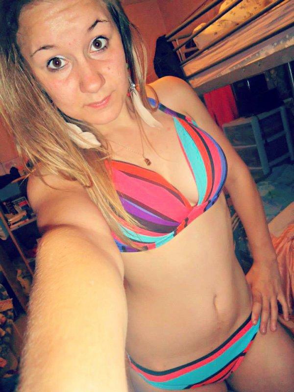 Une fille en maillot de bain c'est une pute? Non c'est juste une fille qui n'as pas peur de montré c'est rondeur. ♥