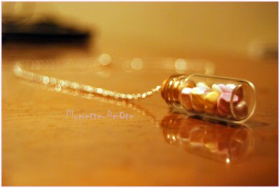 Commande de Nancy : Collier et bijoux pour portable...