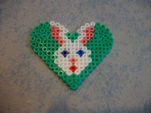Petit lapin dans un coeur