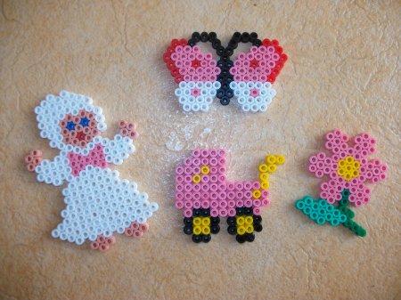 Perle Hama  : bébé + papillon + fleur + landau