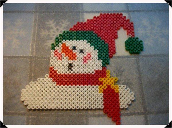 père-noël 4 + bonhomme de neige 4  en perles hama