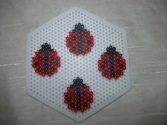 Coccinelles en perles hama