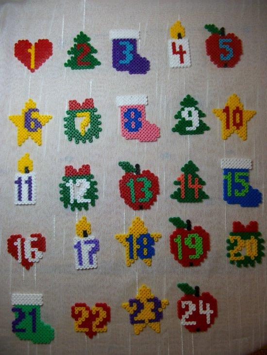 calendrier de l'avent  2014 avec des sujets en perles hama
