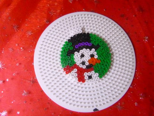 Boule de noël  bonhomme de neige en perle hama