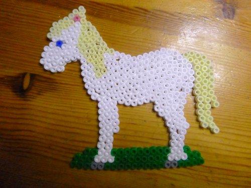Soleil , valise et cheval  en perles hama