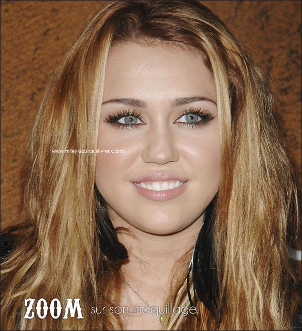 miley-source.skyrock.com  07 Octobre. Miley était à l'inauguration d'un nouveau restaurant à Beverly Hills.  04 Octobre. Enfin une apparition ! Que pensez-vous de sa tenue ? :) miley-source.skyrock.com