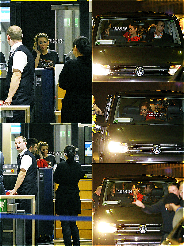 07 Novembre 2010 Miley à l'aéroport d'Allemagne , puis arrivant en Espagne pour les EMA .