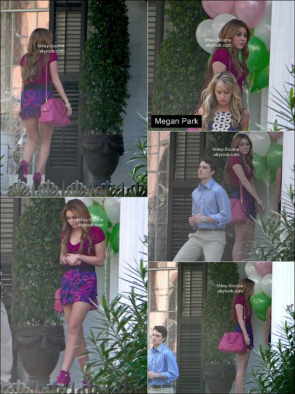 21 Décembre 2010  ___ Miley Cyrus rejouait encore une fois dans la même tenue avec Megan Park .  . Le blog est désormais géré par deux webmiss : Morgane ( anciennement MilRayCyrus )  et Aly'    .