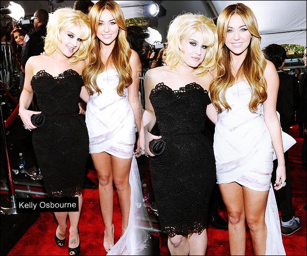 """.  ____   Kelly Osbourne défend et dément les rumeurs sur Miley Cyrus !            Kelly Osbourne fille de Ozzy Osbourne est la nouvelle co-star de Miley Cyrus . Certaines sources inconnues rapportent « Miley et Kelly sont toujours en boites ! Miley a mauvaise influence sur elle.. La mère de Kelly n'aime pas l'influence qu'a Miley sur Kelly  ! » . Aussitôt dit, aussitôt démenti . Kelly dément tout en bloc sur son Twitter Officiel  . «  Je viens de lire une rumeur selon laquelle apparemment ma mère  trouverait que Miley a une mauvaise influence sur moi, cette info est  très loin de la vérité ! C'est limite le contraire, Miley nous entraîne  dans un mode de vie très sain. Elle nous emmène à la gym et nous pousse à  nous coucher plus tôt le soir. C'est vraiment n'importe quoi ! Ses  rumeurs me rendent folles, Miley est la personne la plus bosseuse et la  plus respectueuse avec qui j'ai jamais travaillé, elle m'apprend  beaucoup ! Miley et moi sommes devenues très proches, j'en ai vraiment  marre des haineux qui la jugent sans la connaître. Elle a fait une  erreur et croyez-moi, elle a retenu la leçon ! » Alors Miley a véritablement """" changé """" depuis cette vidéo scandale ?  Information et Traduction de moi même."""