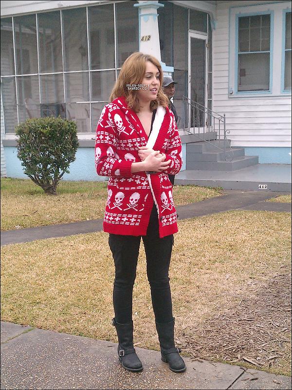 30 JANVIER 2011 | Miley C. sur le set de So Undercover à New Orleans !