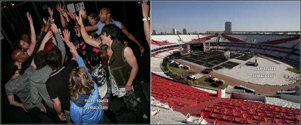 _ 6 MAI 2011                  Voici plus de photos du concert que Miley à donné à Buenos Aires, en Argentine. _