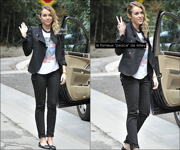 06 novembre 2011 :_Miley a posé seule pour les paparazzis à Toluca Lake, j'aime beaucoup son nouveau look.