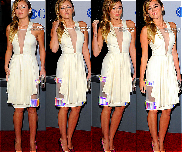 .   11/01/2012 : Miley Cyrus, au bras de Liam Hemsworth, était sur le tapis rouge des People's Choice Awards 2012.  .