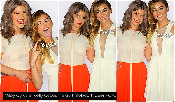 .   11/01/2012 : Miley Cyrus, au bras de Liam Hemsworth, était sur le tapis rouge des People's Choice Awards 2012.  .