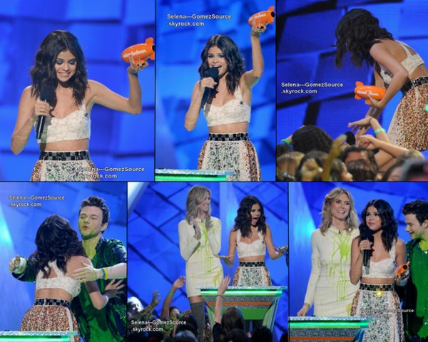 Selena montant sur scène pour recevoir ses deux prix, « Favorite Female Singer » avec When The ________ Sun Goes Down & « Favorite TV Actress » avec Alex Russo aux Kids Choice Awards 2012