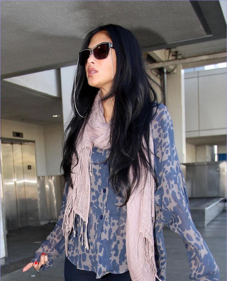 -- Mercredi 01 Février 2012 : Nicole est de retour à Los Angeles, et a été vue dans l'aéroport de toutes les stars le célèbre LAX.. --