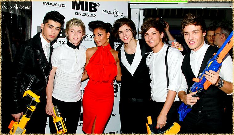 -- Mercredi 23 Mai 2012 : Nicole était à New-York pour une nouvelle avant première du film Men in Black 3 où était présent les One Direction.  Pour cette avant-première new-yorkaise, Nicole Scherzinger portait une robe rouge signée Bill Blass de la collection printemps 2012 ; Top! --