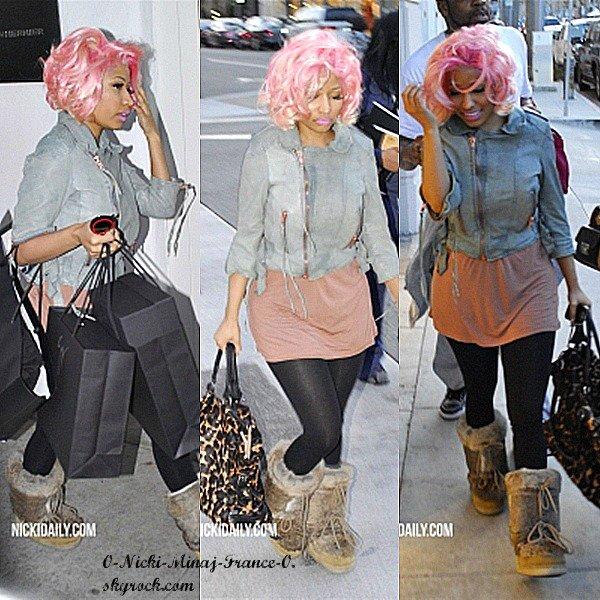 12 fév : Nicki fait du shopping à LA..